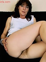 Amateur babe teases with her hairy cunt in solo